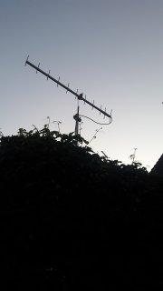 Antenne i kvelds-sol.